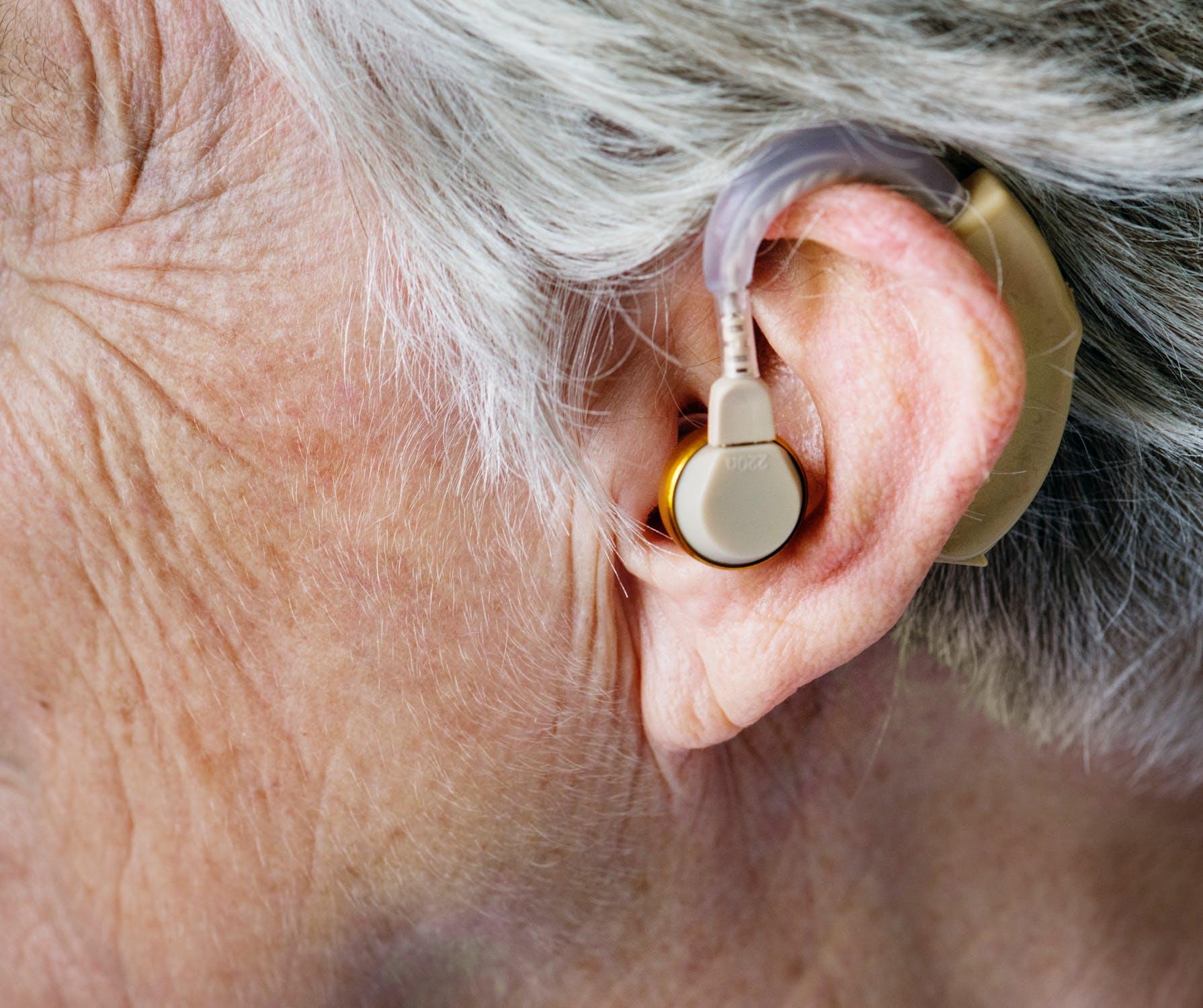 apparecchi acustici pregiudizi